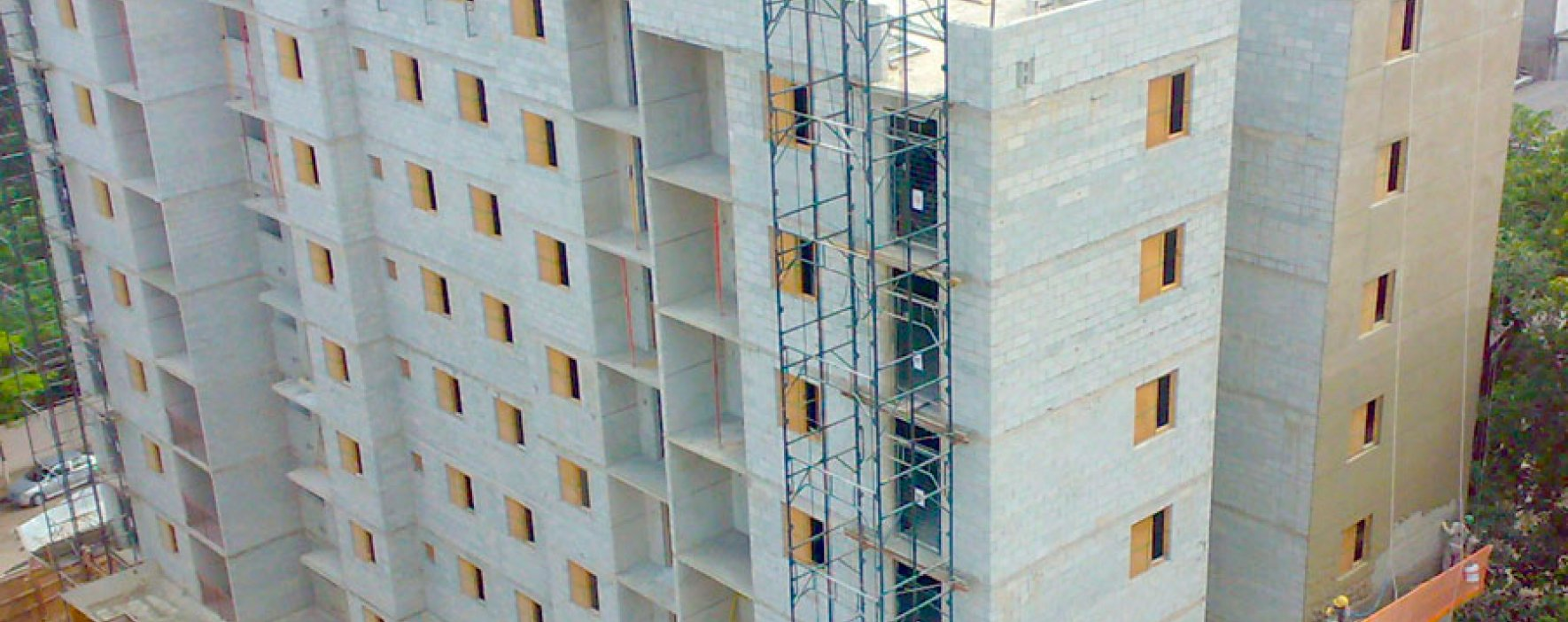 Al piso construcción de altura