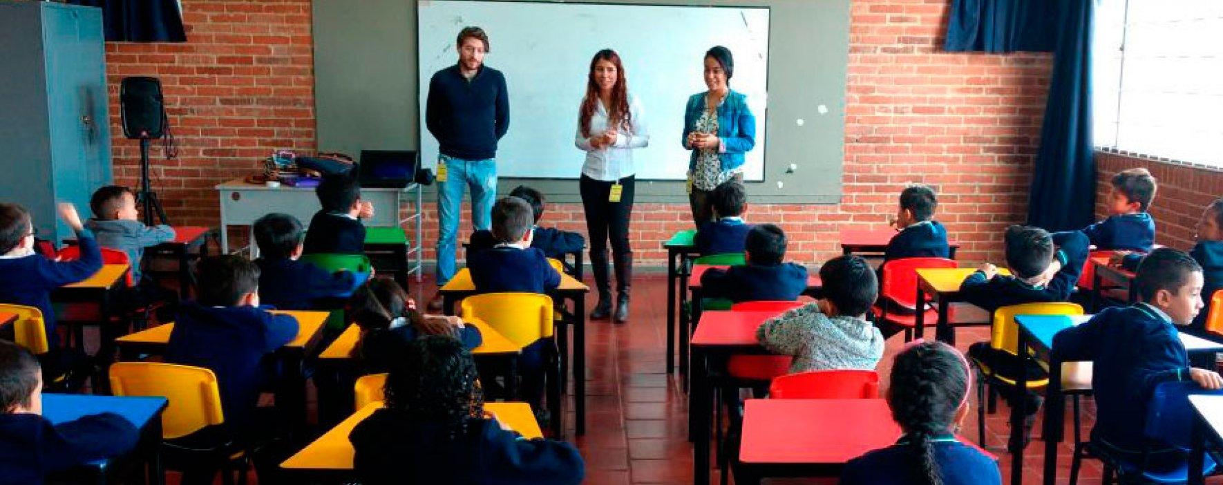 Los idiomas se tomaron las aulas del Colegio Compartir Suba