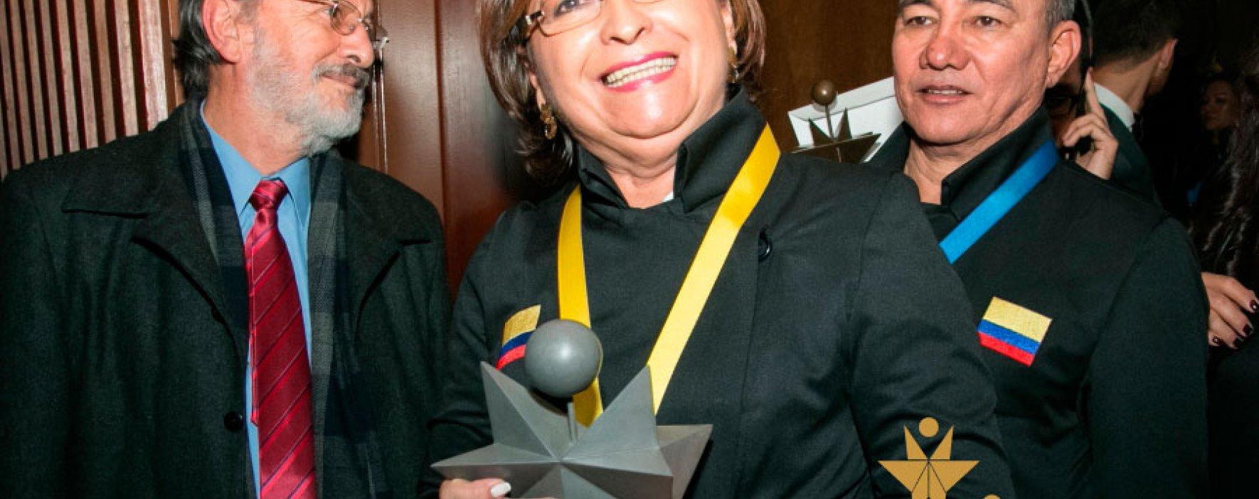 Maestro y rector, haga parte de la historia con el Premio Compartir