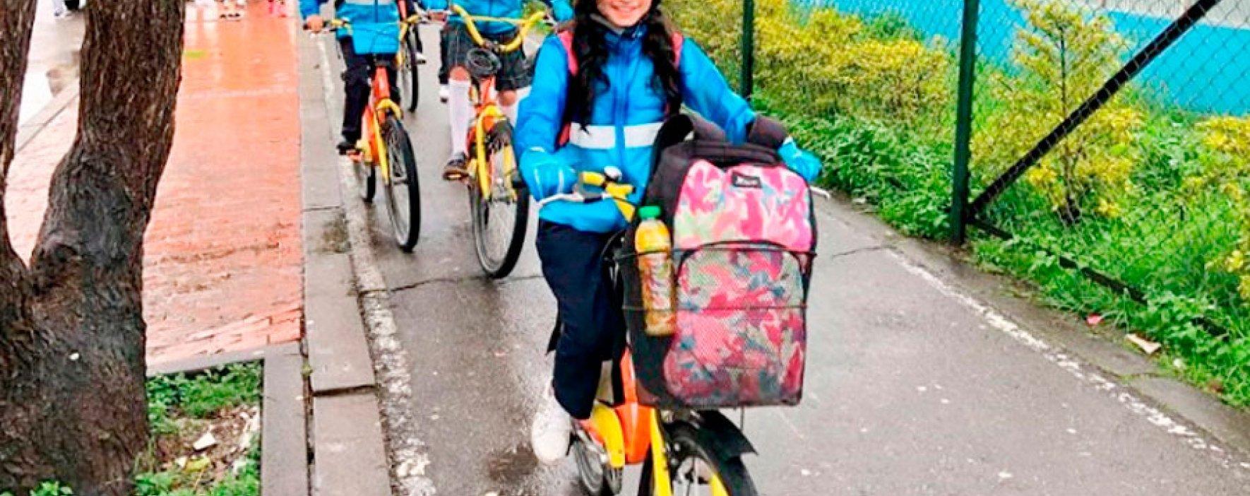 Más de 1000 estudiantes de Bogotá van en bici a la Feria del Libro