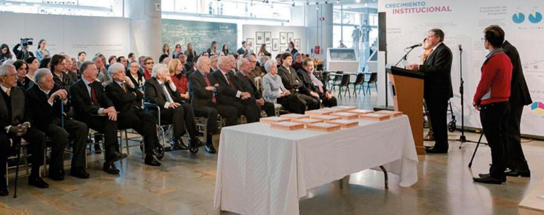 Nuestro fundador recibió homenaje por ser consejero honorario de UniAndes