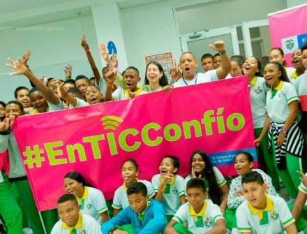 100 estudiantes de San Andrés aprendieron a prevenir riesgos en entornos digitales