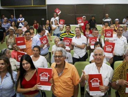 Avanza con éxito programa para reducir ilegalidad de predios en Colombia