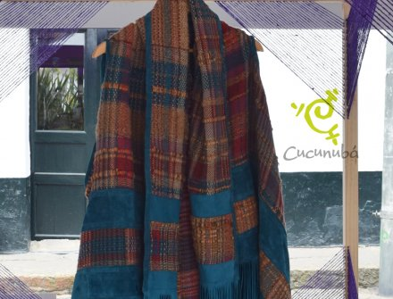 Poncho diseñado por Julia de Rodríguez junto a artesanos de Cucunúba