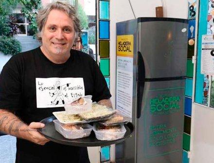 Heladera social que lucha contra el hambre