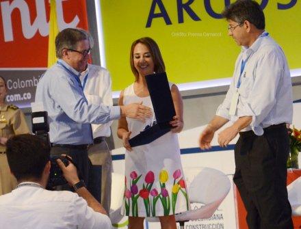Los Andes recibe orden al mérito líder de la construcción