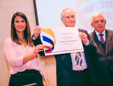Richard Dawkins galardonado con la medalla Simón Bolívar por su labor científica