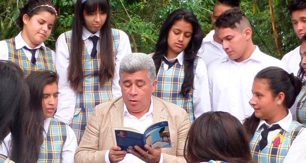 Gran Maestro presenta su libro en la FILBo 2017