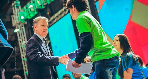Presidente Santos exaltó a los pilos más pilos del país