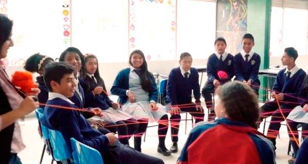 ¿Quieres conocer cómo Compartir Jugando en los colegios?