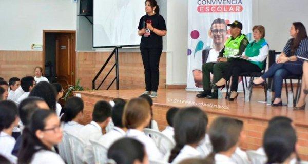 """""""Somos una sociedad que necesita construirse hacia la paz"""": viceministra Helga Hernández"""