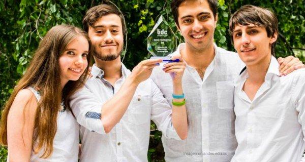 Uniandinos reciben premio por creación de lana vegana